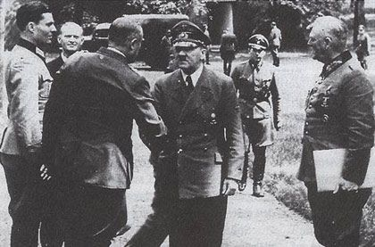 schenk von stauffenberg | Stauffenberg (ganz links) in der Wolfsschanze