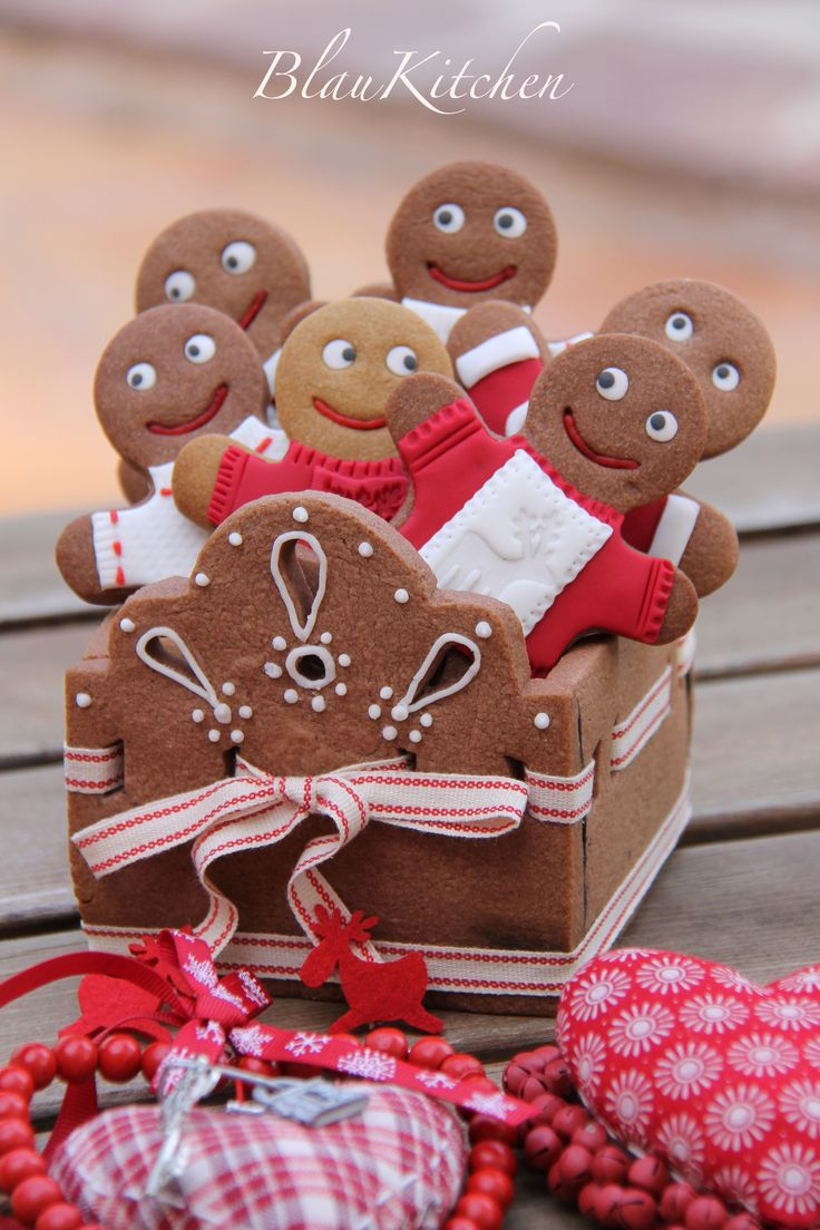 Make a gingerbread cookie box.  Instruction in Spanish, but can translate