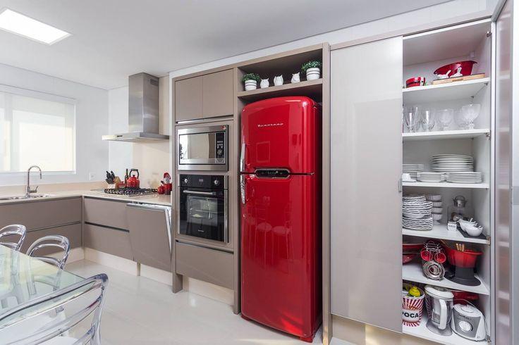 Eletrodomésticos: geladeira e lava louças embutidas no armário! Super tendência! - Decor Salteado - Blog de Decoração e Arquitetura