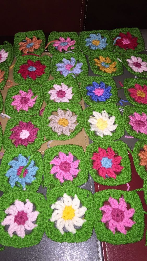 30 Granny Squares With Flower Center, Stunning