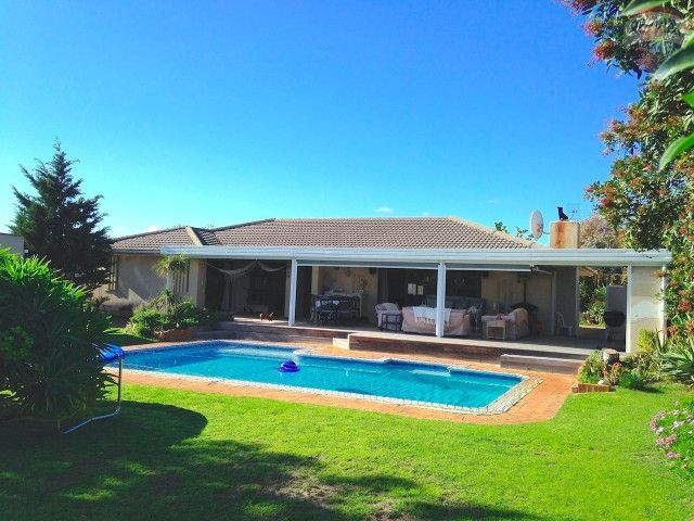 4 bedroom House For Sale in Bloubergrant, Blouberg | 301940659 | RE/MAX  Agent: Gavin Nairn - +27 (0) 82 498 4774  http://bit.ly/1Clwebe