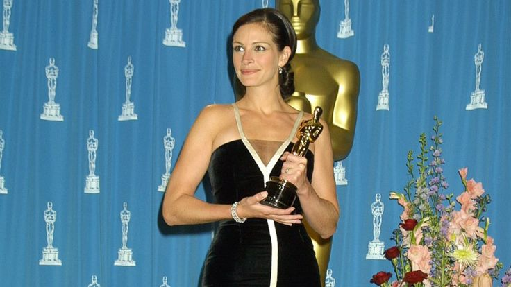 Best Oscar Dresses Through the Years: Julia Roberts 2001