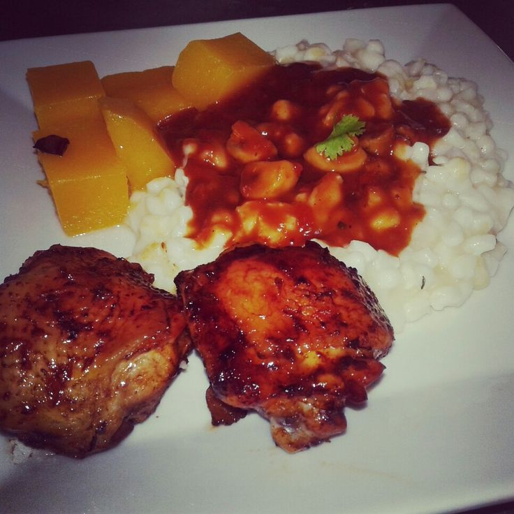 Creamy samp with cubed butternut, grilled chicken thighs and tomato and mushroom gravy.