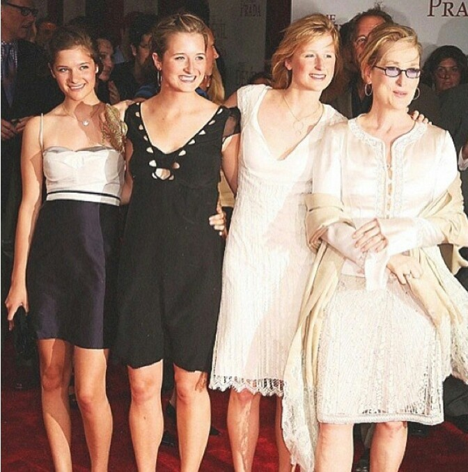 Louisa, Grace, and Mamie Gummer with their mother Meryl Streep