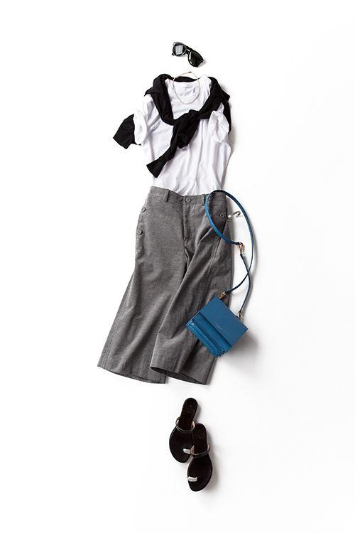 kk-closet | 2015-08-17 黒白グレーを大人っぽく、ラフに着る 8/10のコーディネートと配色はかえてないからほぼ同じように見えるんだけど、ロゴTを無地のシンプルなものにして、バレエシューズをジュエリートング、キッチュな時計をバングルに。この微差でも、着てみるとぜんぜん違う気分。今回はもうすこし大人なムードで、黒白グレーのシックさを楽しむ感じ。