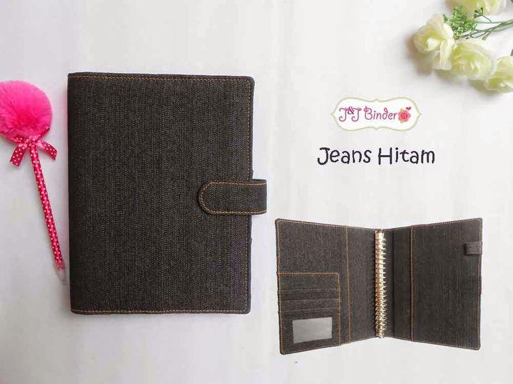 Nama  Produk : Binder Jeans Hitam Ukuran   :A5 20ring : 55rb , B5 26 ring : 65rb Bahan: Kain Jeans Deskripsi : 3 slot kartu, 1 slot foto 1 Slot pulpen