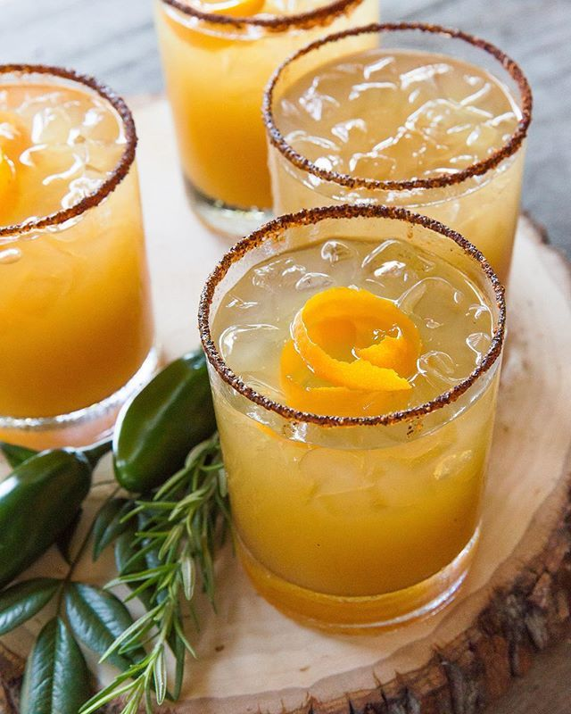 deec7444b27 This Spicy Maple Bourbon Cocktail is perfect for chilly fall nights! If you  have my book