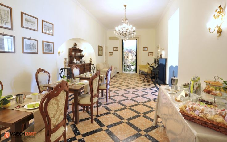 Maison d'Art is a brand new bed and breakfast in the center of Sorrento, tastefully furnished and equipped with all comforts. Maison d'Art is in Tasso Square, the heart of the nightlife, shopping and culture of the beautiful town of Sorrento .   The B&B is at a short walk from the Circumvesuviana station and from the harbour and, therefore, it is the ideal destination for those who want to easily move in the Sorrentine Peninsula, the Amalfi Coast, Capri, Ischia, Pompeii / Herculaneum and…