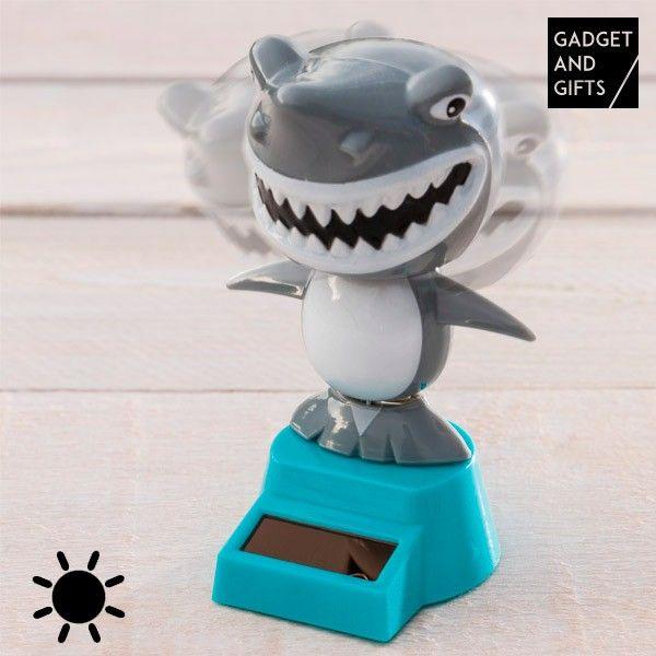 El mejor precio en Hogar 2017 en tu tienda favorita https://www.compraencasa.eu/es/otros-articulos-de-decoracion/79704-muneco-solar-con-movimiento-tiburon-gadget-and-gifts.html