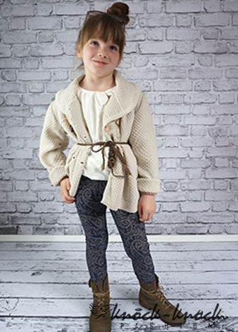sweterek oversize- luźny fason na guziki ,z powodzeniem zastępuje kurtkę w chłodniejsze dni. Do kupienia na:  mail: knocknock.fashion@gmail.com fb: https://www.facebook.com/pages/knock-knock-fashion/230430617163127?ref=hl instagram: http://instagram.com/knock_knockfashion#