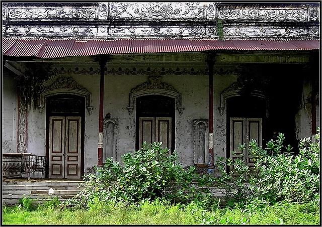 Rumah peninggalan kolonial belanda by Semut Ireng, via Flickr