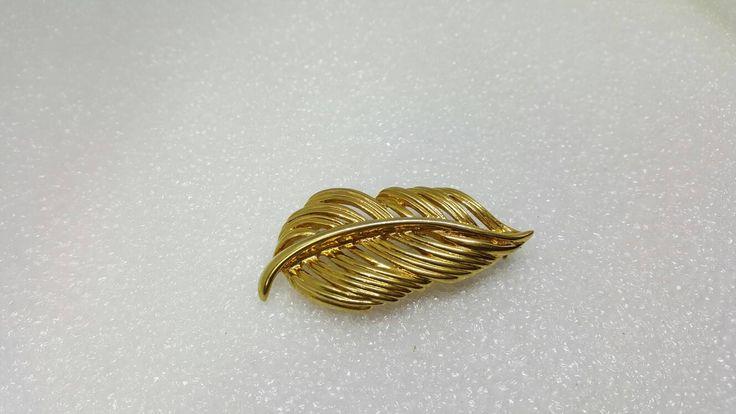 Napier Golden Leaf Brooch Signed Mint condition