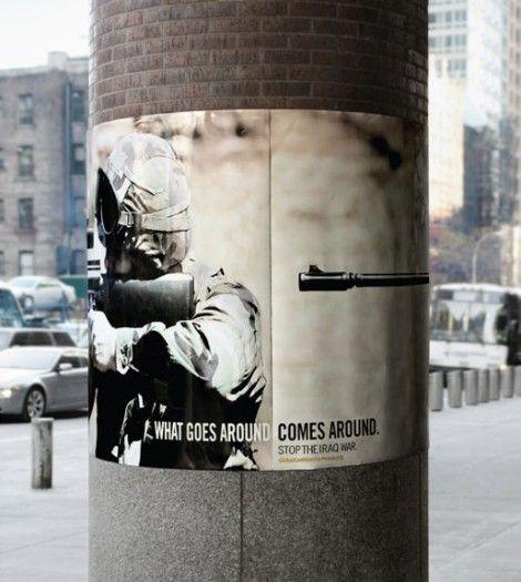 WHAT GOES AROUND COMES AROUND. (自分がしたことは、自分に返ってくる) STOP THE IRAQ WAR. (イラク戦争を止めよう)