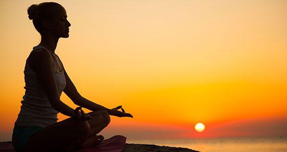 """Az egészséges szívhez a lelken át vezet az út! """"Meditálj, hogy aztán lebeghess"""" – mondogatta az egyik oktatóm a mindfulness-tréningen. Ha tehát az élet bármely területén sikerre vágysz, kezdd a lelkeddel, a belső egyensúllyal, és töltsd meg a szíved szeretettel."""
