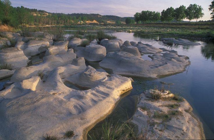 EL río Algars, afluente del Matarraña, donde las rocas se convierten en obras de arte. Senderismo. Trekking. Matarraña / Matarranya. Teruel. Aragón. Spain