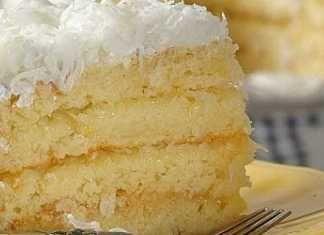 Čtyřvrstvý kokosový dort plný krému
