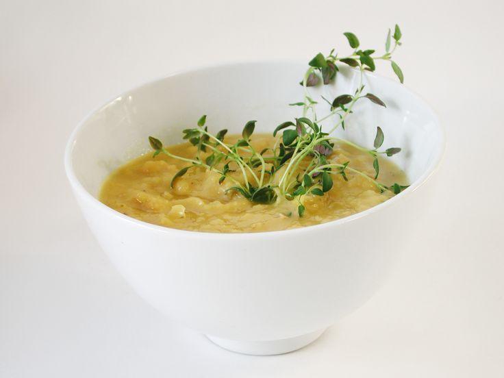 Vegetarisk ärtsoppa till pannkakorna på torsdag, såklart! Denna soppa värmer bra och smakar massor, en klassisk husmansrätt. Här är receptet.