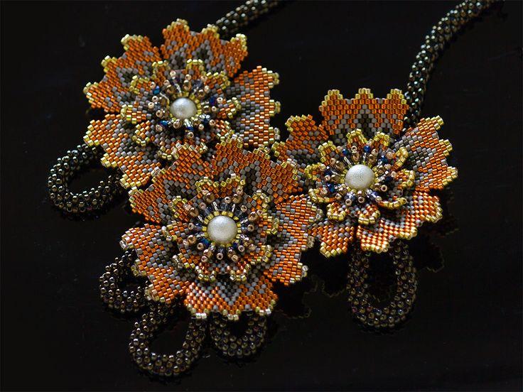 オレンジのお花3輪キラキラネックレス
