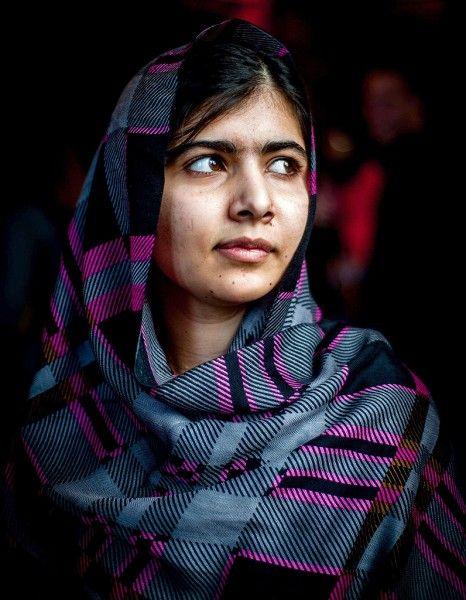 Malala Yousafzai est impressionnante. Malala, la « combattante », mais pacifiste invétérée. Une jeune fille discrète mais à la maturité saisissante. http://www.elle.fr/Societe/News/Exclu-video-Malala-plus-determinee-que-jamais-2760392