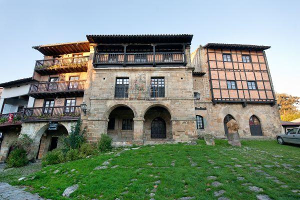 Casona del Águila y la Parra, Santillana del Mar  #Cantabria #Spain