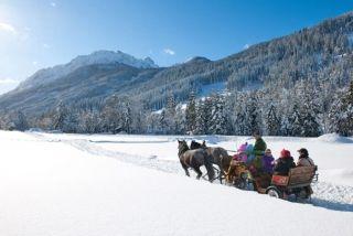 """ALPIN SKILØB: I år er det 50 år siden, at den sidenhen så berømte alpine piste kaldet """"Den hvide ring"""" i delstaten Arlberg i Østrig åbnede. Pisten er hele 22 kilometer lang og løber rundt som en cirkel, hvor der hele tiden er en utroligt udsigt over det ufatteligt smukke snelandskab. #ski #østrig #skisport #børnefamilier #ferie #rejser"""