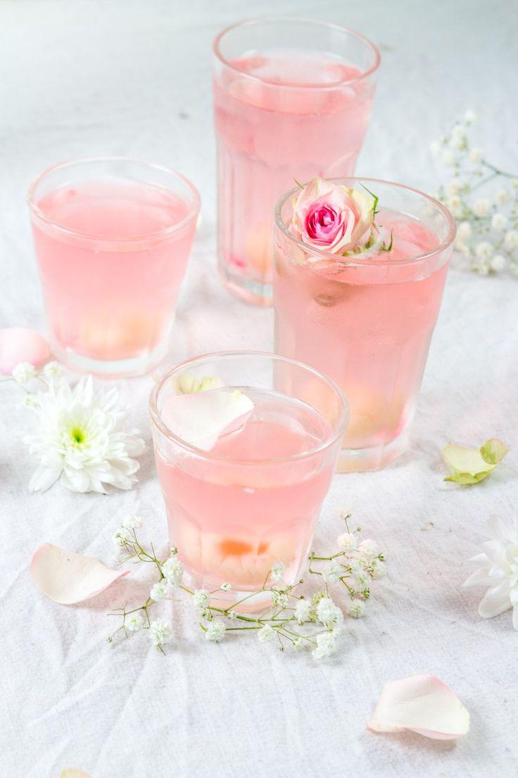 cocktail au litchi, prosecco et eau de rose