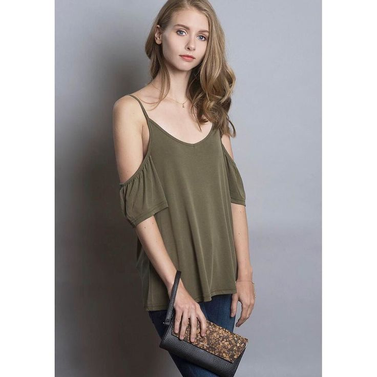 Happy Thursday everyone! Any plans for the weekend? Leave your comment below!  The weather forecast says that it'll warm up this weekend so keep your cool with our Metti Cold Shoulder top! Available in Ivy Green & Black in store & online at KITSU.CA  In picture - @veromodacanada Metti Cold Shoulder top in Ivy Green; @fidelitydenim Belvedere Liverpool jeans; @matt_and_nat Mercer cork wrislet; NUNC pearl necklace by @danielamajicphotos ; model: @marmarfraggs ; h/mua: @kireimakeup  #shopkitsu…