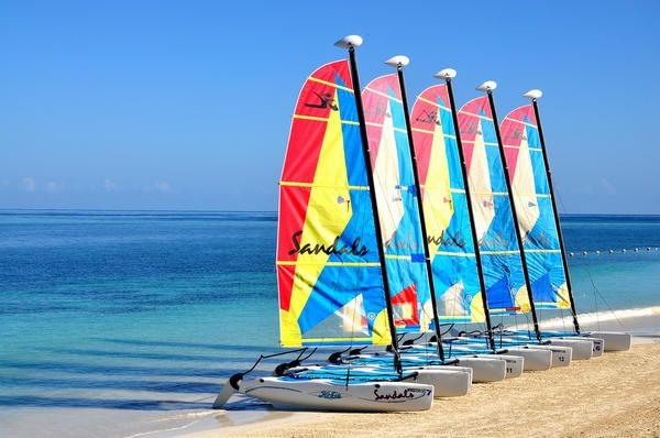 Hobie Cats on the shore ✵ Come to Jamaica and feel all right http://www.thewondermap.com/trip-to-jamaica/