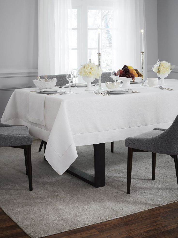 Designed to reflect the bright, celebratory mood of the holidays, Reece is interwoven with silver or gold metallic yarn within a white linen border to transform any tabletop.