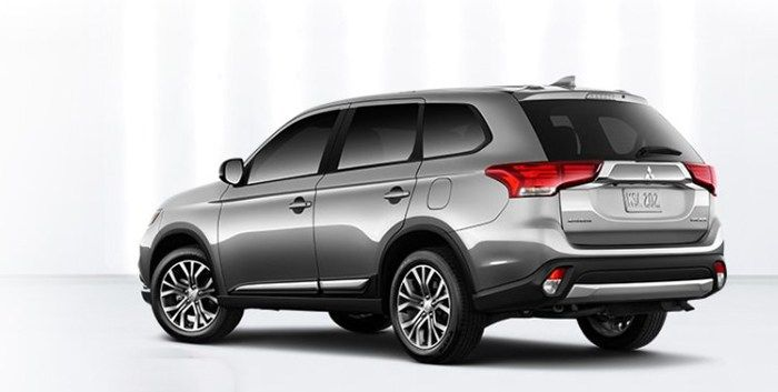 new 2018 Mitsubishi Outlander rear
