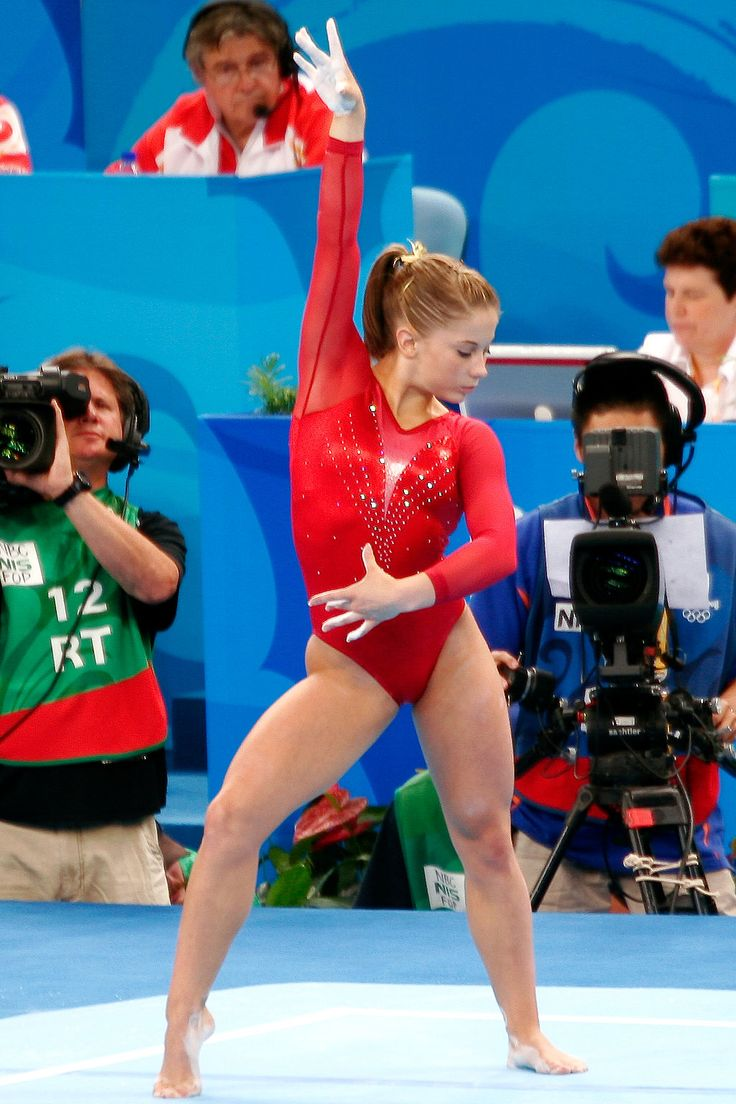 Shawn Johnson Floor | Shawn Johnson begins her floor routine in the individual all-around ...