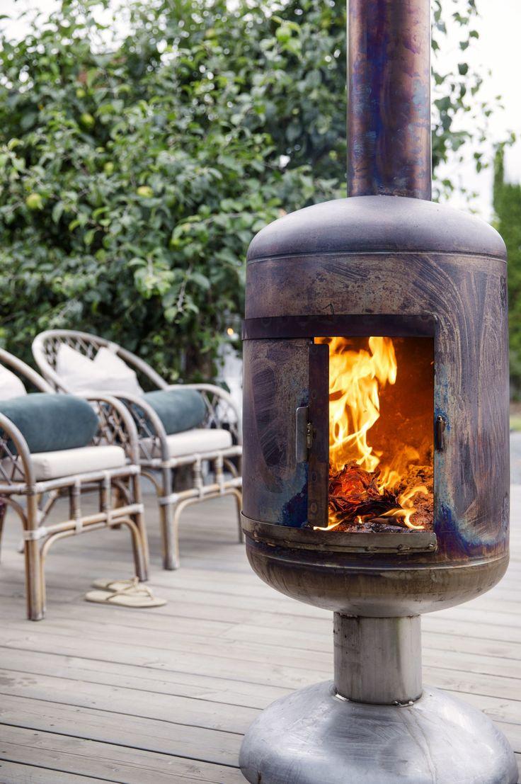 терраса уличная дровяная печь плетеное кресло