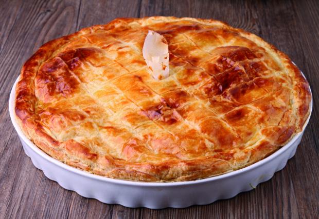 La gastronomie berrichonne, si elle n'a pas la renommée de la cuisine du Sud-Ouest, n'en est pas moins une cuisine riche de par sa diversité et la qualité des produits qu'elle met à l'honneur. Cuisine de terroir, simple, elle bénéficie de recettes propres, élaborées à partir de produits locaux : galette de pommes de terre, pâté de Pâques, fromagée, velouté de lentilles…