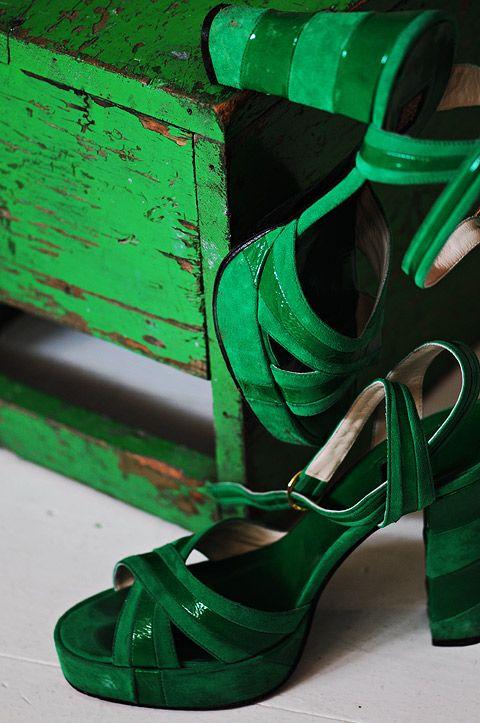 Green | Grün | Verde | Grøn | Groen | 緑 | Emerald | Colour | Texture | Style | Form | Pattern | biba sandals