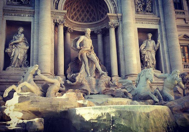 The most famous #fountain in the #world. #trevifountain #oceanus #baroque #rome #roma #rom #nicolasalvi #trevi #italy #ladolcevita #fellini #italien