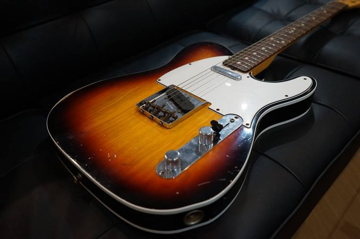 FENDER Custom Shop 2012 1961 Relic Telecaster Custom Faded 3-Color Sunburst  http://www.chuya-online.com/products/82728/index.html