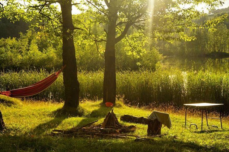 Cele mai frumoase locuri în care să mergi cu cortul în România | TravelGirls.ro