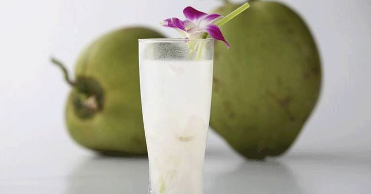 Esto es lo que le sucede a tu cuerpo cuando bebes agua de coco.