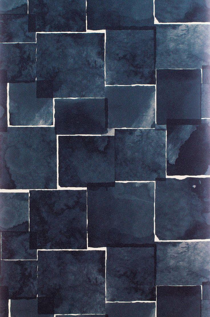 Spry är inspirerad av oasisblock - stommen för blomsterarrangemang. Mönsterbilden byggs upp av ojämna kuber med lätt naggade kanter i akvarell vilket ger tapeten ett mjukt och harmoniskt intryck trots den kantiga och grafiska formen. Spry finns i tre färgställningar som förmedlar olika uttryck. Spry oasis är lugn och harmonisk. Spry white är krispig och ger känslan av en vägg klädd med papperslappar. Spry deep för tankarna till den Japanska lapptekniken Boro. Tapeten är oerhört lugn när den…