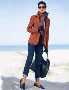 Le jean slim, Blazer, Les lunettes de soleil, Gants, Maxi-sac, Slippers, Maxi-écharpe