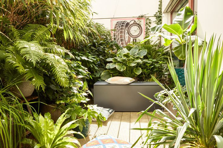 Skrzynia ogrodowa może służyć jako schowek do narzędzi ogrodowych oraz jako ławeczka. #skrzynia #skrzynia ogrodowa #conmoto #hpl