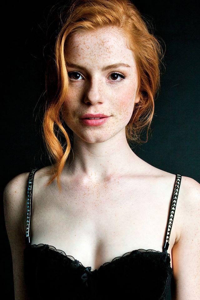 фильм с эльфов про девушку с рыжими волосами и зеленым платьем