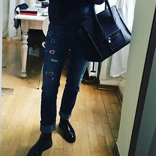 Patches- erst fand ich mich irgendwie zu alt dafür - aber wie das so ist... plötzlich ist man ganz wild darauf 😊  Danke liebe Kostenbader 🌺First I thought I would be to old to wear patches- but now .. I LIKE 😀 #patches #cambio #jeans #savemybag #black #mystyle #whatiwear #whatilike #over50 #over50blogger #over50style #over50fashion #over50s #over40fashion #over40 #over40style #women2style