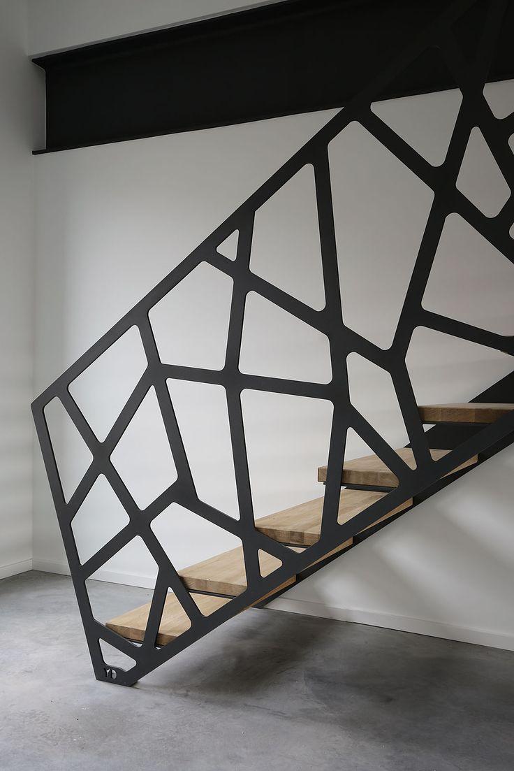 Yves Deneyer - Menuiserie métallique - Ferronnerie #escalier #moderne #design http://www.m-habitat.fr/escaliers/types-d-escaliers/comment-choisir-son-escalier-679_A