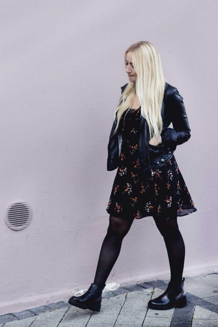 Outfit: Sommerkleider im Winter.  New Look Kleid, Strumpfhose, Boots, Kunstlederjacke.