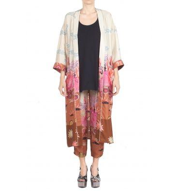 So Allure - Abito - 291401 - Fantasia - 223,00 € Kimono lungo in viscosa.Stampa fantasia multicolore.Senza chiusura.Manica 3/4.Tasche applicate.Spacchi laterali.Composizione tessuto: 100% viscosa.Made in Italy.La modella indossa la taglia 40 ed è alta 174 cm.