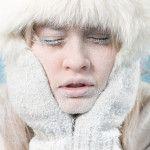 Heb jij ook zo'n last van het drogehuidseizoen? In de winter heeft je huid net dat ietsje méér nodig: koude temperaturen en gure wind vergen heel wat van je anders zo gladde babyvelletje. Vooral je gelaat krijgt het zwaar te verduren, om van je lippen nog te zwijgen. Gelukkig maak je met een paar natuurlijke remedies korte metten met die droge huid.