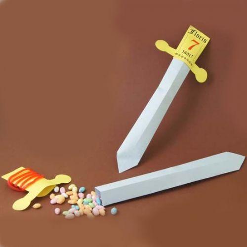 Prince Phillip paper Sword party favors-   Zwaard traktatie