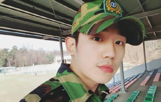 Jung Hae-in looking good in military uniform