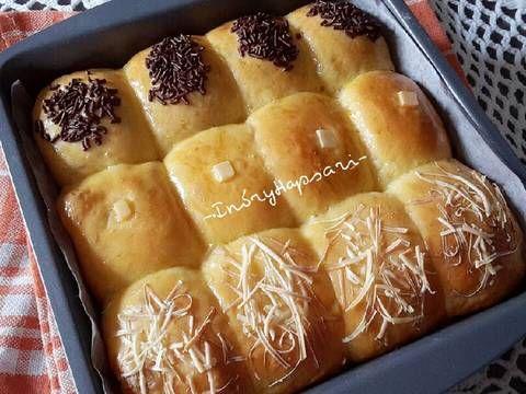 Resep Roti manis kasur/sobek tanpa ulen empuk, enak 👍 favorit. Masih gemeess dengan resep roti tanpa ulen kemarin, sekarang nyoba dibikin roti kasur/sobek. Abis beneran lembut manja hehehe. sampe aku rekam video buat liatin lembutnya, aku posting FB 😂. Dibikin roti kasur gini seratnya makin cakep. Aah suka pokoknya 😄😍. Semoga langkahnya yg sekarang lebih jelas ya 😊.